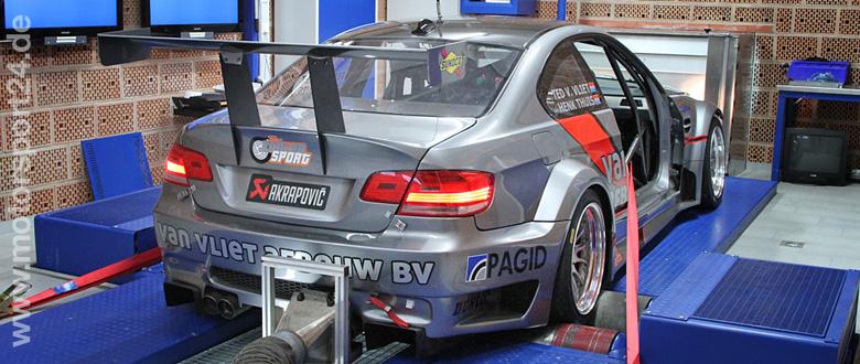 BMW M3 E92 Rennwagen auf dem Prüfstand