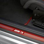 Orange Einstiegsleisten im BMW M3 CRT