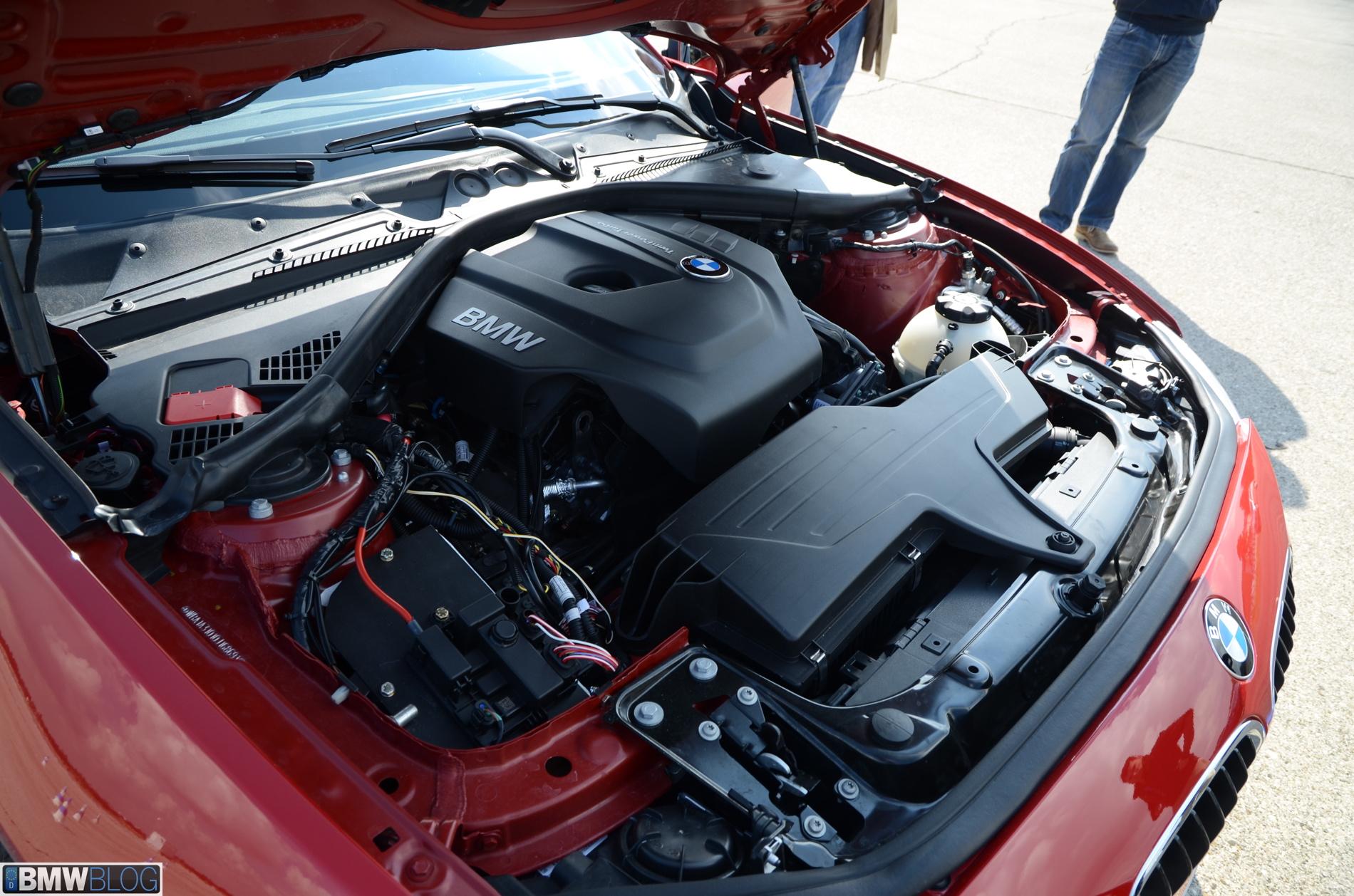 Ansicht des neuen BMW 1,5l 3-Zylinder Motors im Motorraum